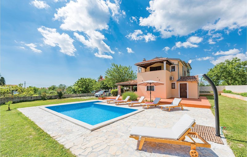 Nice home in Peresiji with WiFi and 3 Bedrooms (CIL915), holiday rental in Bibici