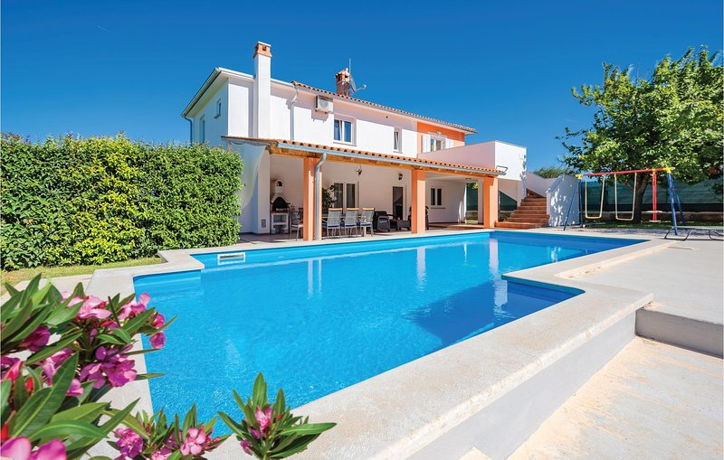 Awesome home in Frkeci with WiFi and 4 Bedrooms (CIL910), holiday rental in Grabri