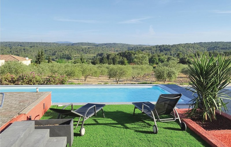 Amazing home in Quarante with WiFi, Outdoor swimming pool and 3 Bedrooms (FLH302, holiday rental in Creissan