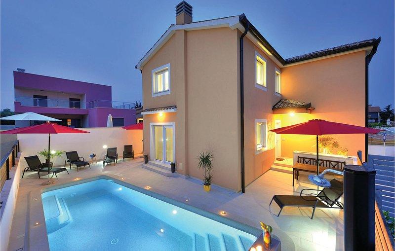 Nice home in Jadreski with WiFi and 4 Bedrooms (CIR110), holiday rental in Skatari