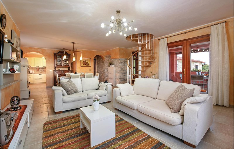 Awesome home in Galizana with WiFi and 3 Bedrooms (CIR340), holiday rental in Galizana