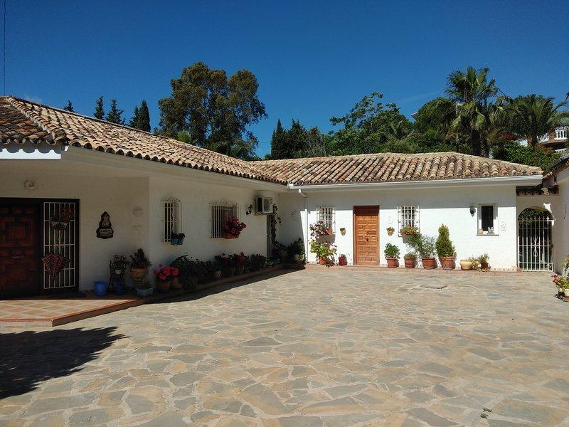 Cerca de Mijas tres apartamentos en una finca, vacation rental in Mijas Pueblo