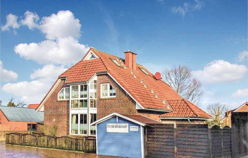 Stunning home in Wurster Nordseeküste with WiFi and 3 Bedrooms (DNS184), holiday rental in Nordholz
