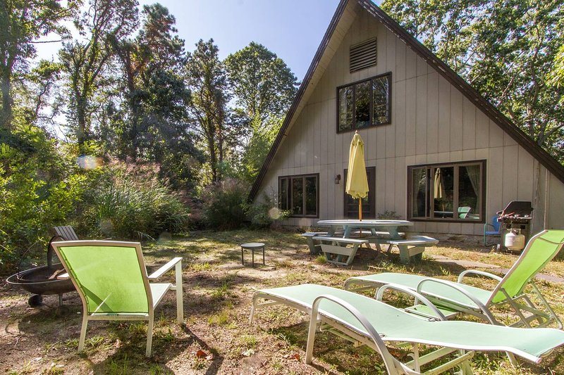 One of a Kind ' The Nauset Teepee' Oasis near the bay, now w/NEW A/C!!!, vacation rental in North Eastham