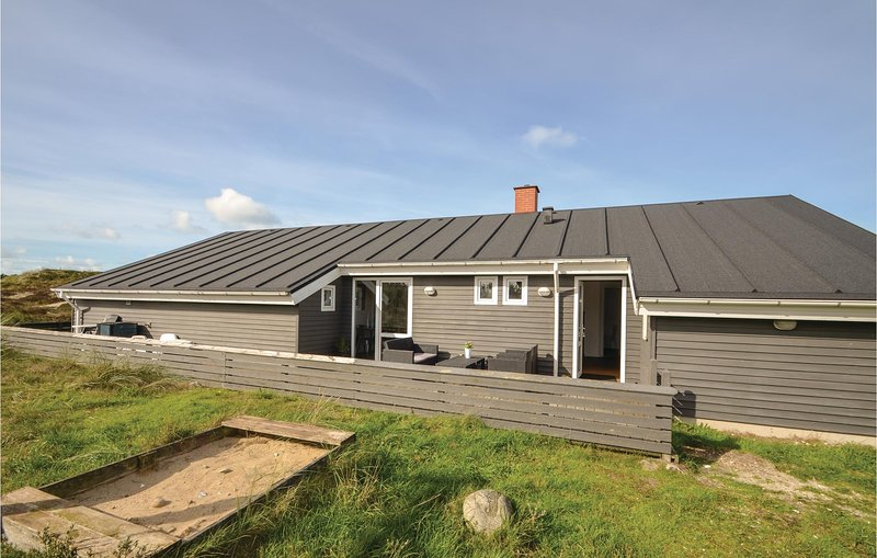 Beautiful home in Thisted w/ Sauna, WiFi and 3 Bedrooms, vacation rental in Thisted