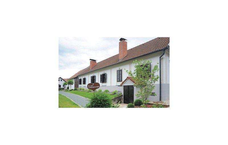Beautiful home in Kukmirn w/ WiFi and 1 Bedrooms, holiday rental in Bad Tatzmannsdorf