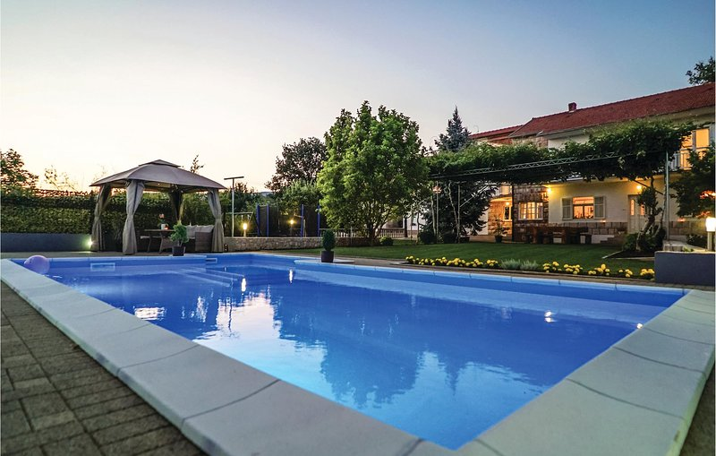 Stunning home in Vinjani Donji with WiFi and 5 Bedrooms (CDF411), location de vacances à Posusje