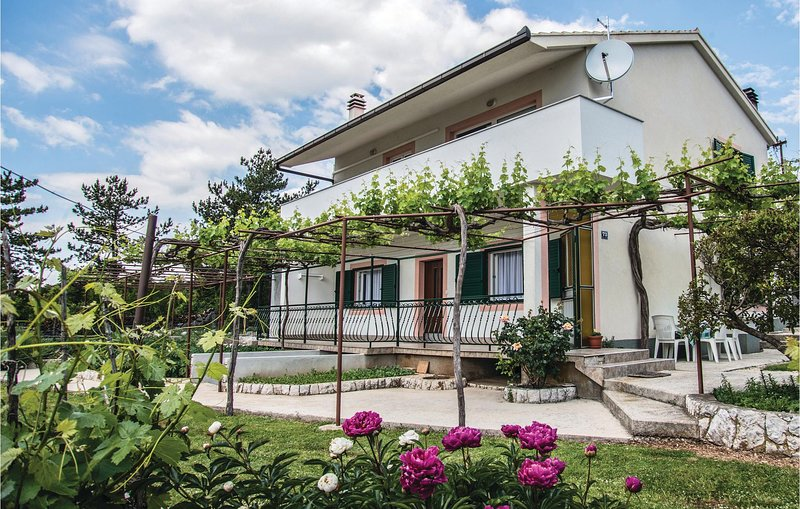 Stunning home in Zagvozd with WiFi and 2 Bedrooms (CDF448), location de vacances à Zagvozd