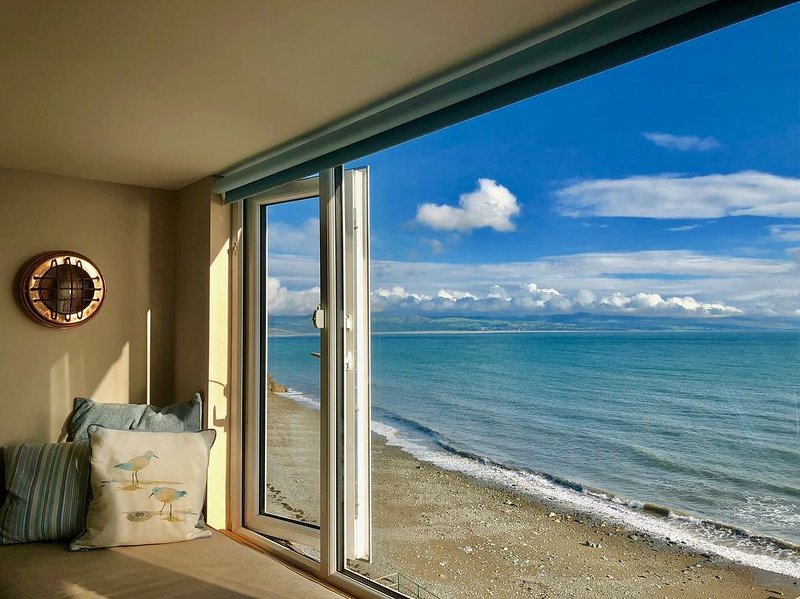 The View! On The Beach! Seaviews! Village Located Sleeps 2-13, holiday rental in Criccieth