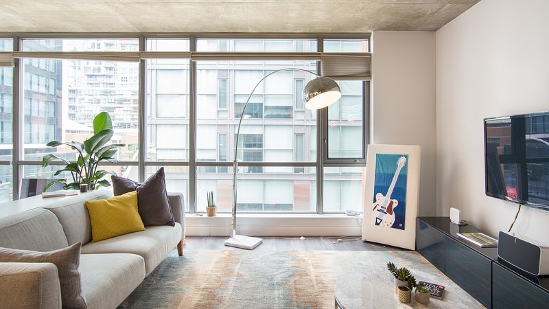 Spacious Corner Loft in King West, vacation rental in Toronto