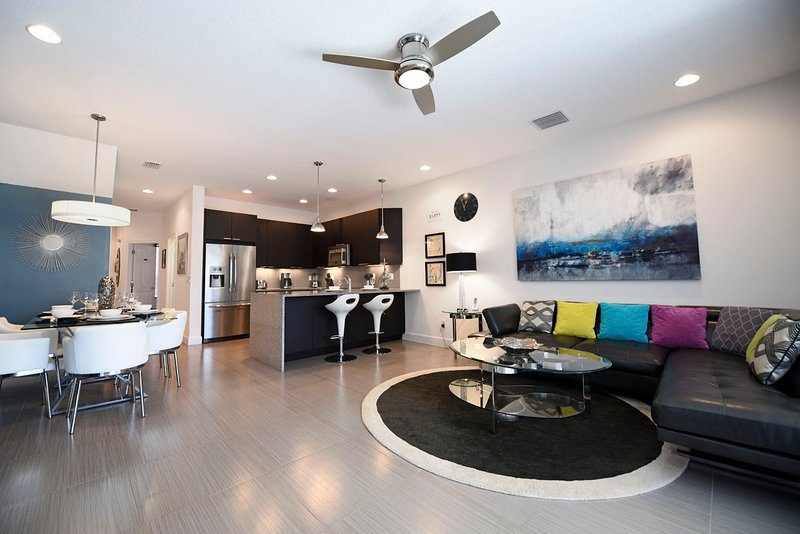 Modern 3BR 3Bath resort town house with private splash pool from $128/night, alquiler de vacaciones en Orlando