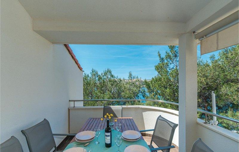 Nice home in Stara Novalja with WiFi and 2 Bedrooms (CKP817), holiday rental in Stara Novalja