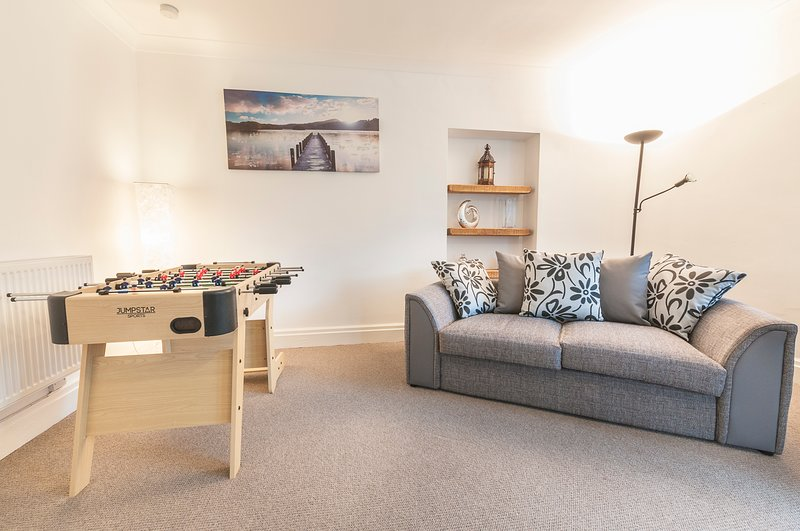 Old Lodge 2 Min walk to the Uni with private parking, holiday rental in Exeter
