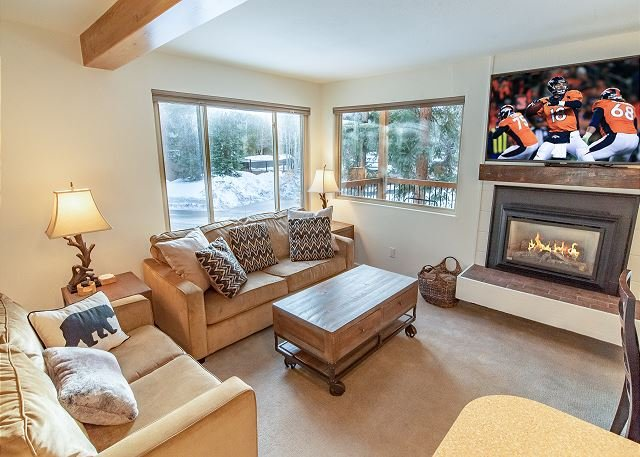 Timbernest A8 Condo: Downtown Breck, Walk to Lifts!, vacation rental in Breckenridge