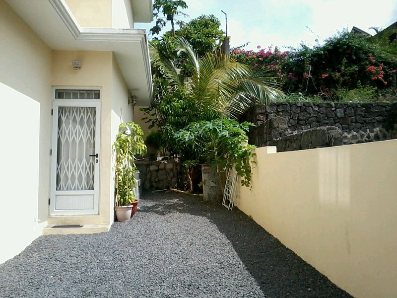 Spacious house with garden & Wifi, vacation rental in Flic En Flac