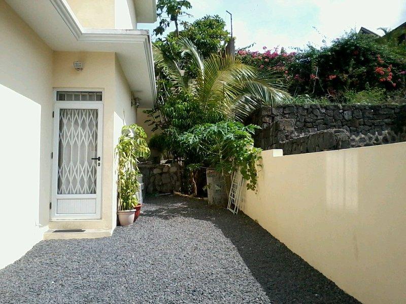 Spacious house with garden & Wifi, location de vacances à Cascavelle