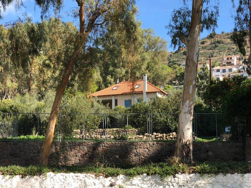 VILLA BY THE SEA, location de vacances à Aegina