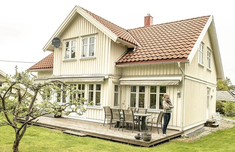 Guesthouse in Ås (Aas). Close to the University NMBU, 25 minutes drive to Oslo, holiday rental in Rygge