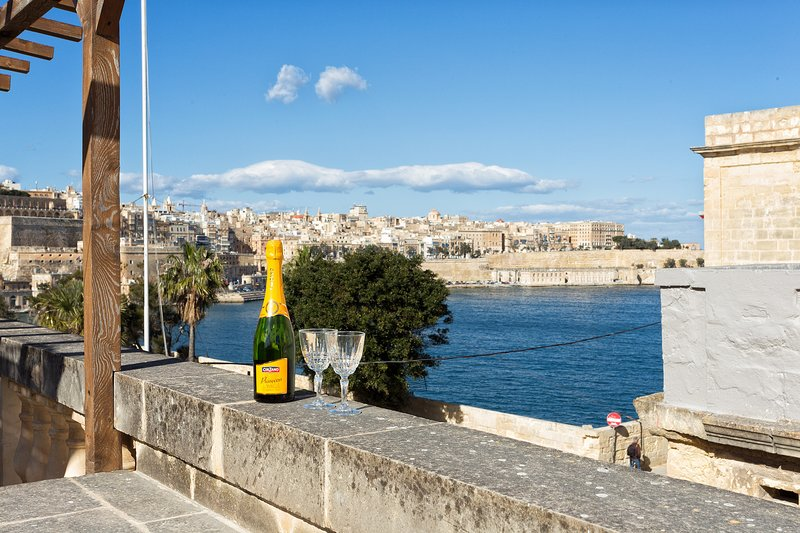 Traditional Maltese Townhouse Roof Terrace + Views (ENHANCED CLEANING PROTOCOL), holiday rental in Paola