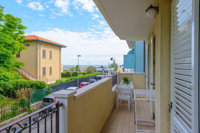 APPARTAMENTO TRILOCALE da 4 a 6 posti, vacation rental in Viserbella