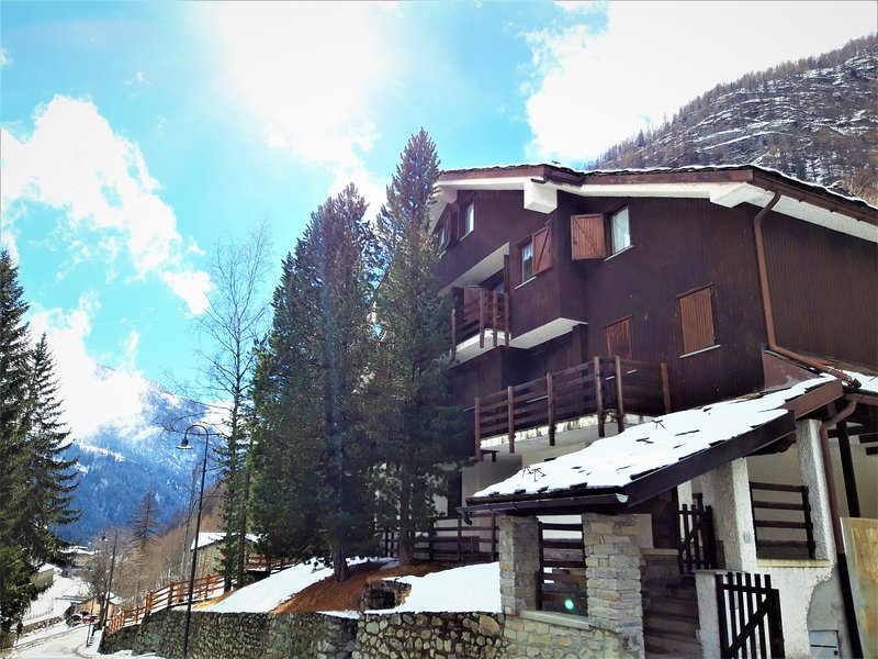 "<span class=""translation_missing"" title=""translation missing: en.shared.featured_properties.alt_for_rent, resort: Valtournenche"">Alt For Rent</span>"