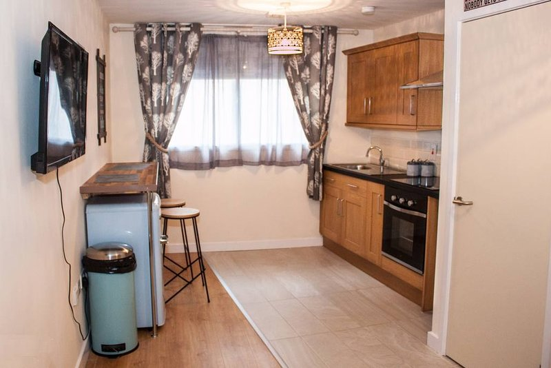 208 beautiful studio apartment ( With Breakfast ), holiday rental in Bradford