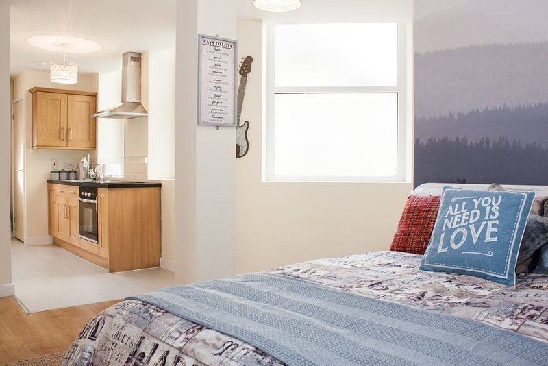 201 Beautiful studio apartment in City centre ( With Breakfast ), holiday rental in Guiseley