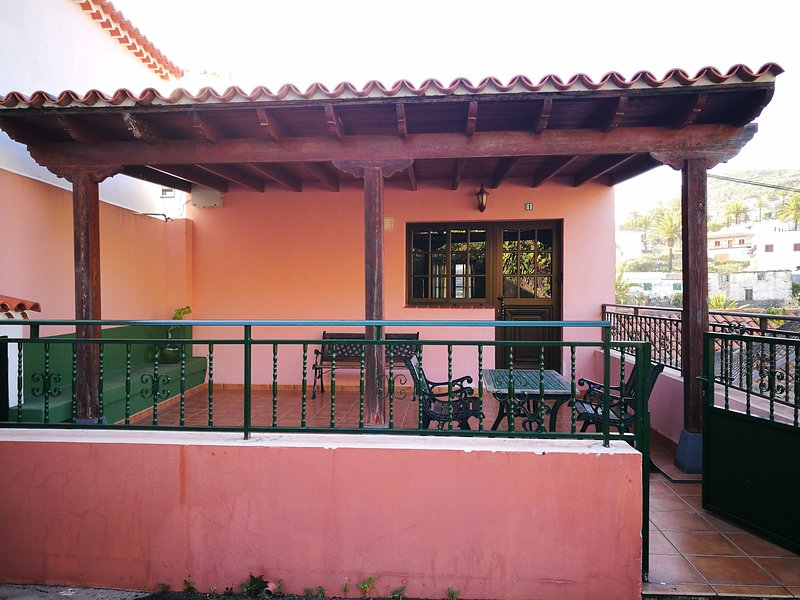 Be Conscious Travels apartament 1, holiday rental in Alajero