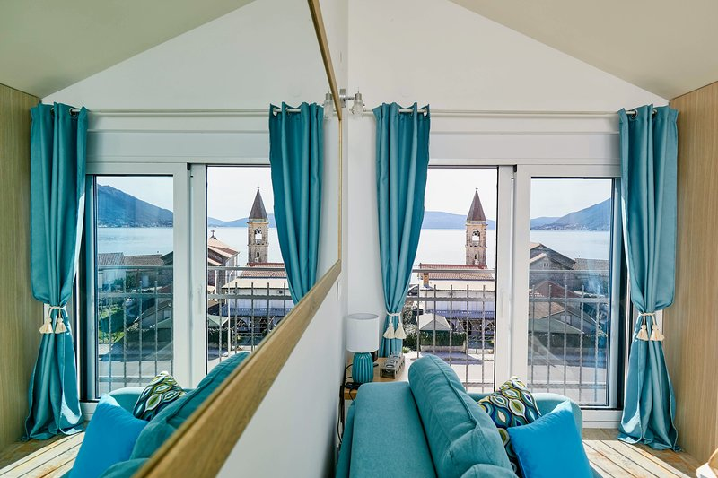 ♥Bayview Studio with parking offers amazing Sea View, easy walk to beach & town, holiday rental in Bijela