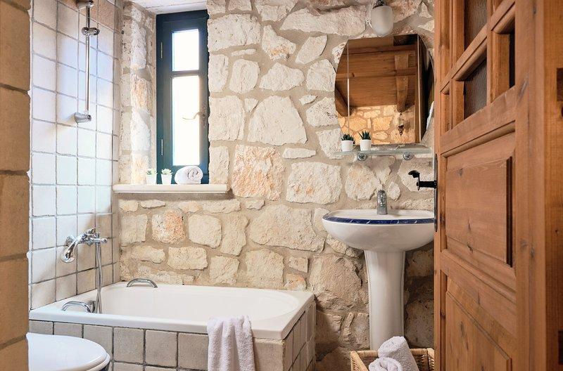 Diamond Suites - Calliope 2 Bedroom GF Suite, holiday rental in Vasilikos