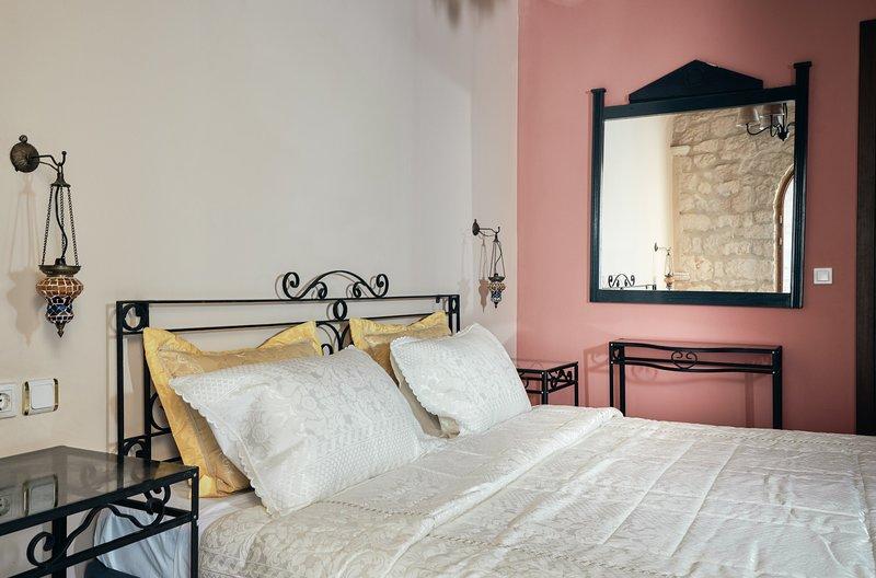 Diamond Suites - Cleo 2 Bedroom First Floor Suite, location de vacances à Xirokastello