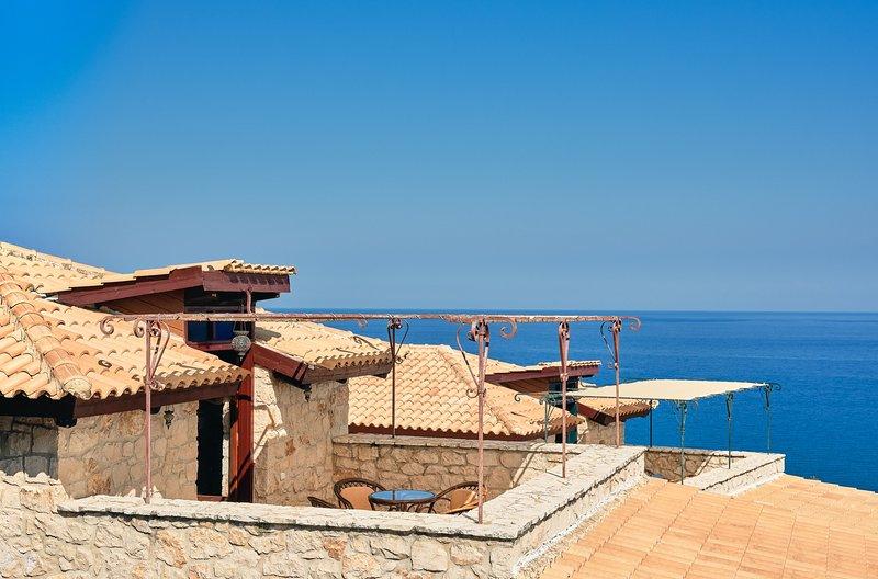 Diamond Suites - Thalia  3 Bedroom Maisonette, location de vacances à Xirokastello