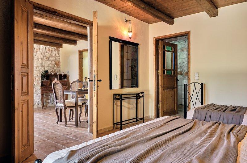 Diamond Suites - Terpsichore 2 Bedroom GF Suite, location de vacances à Xirokastello