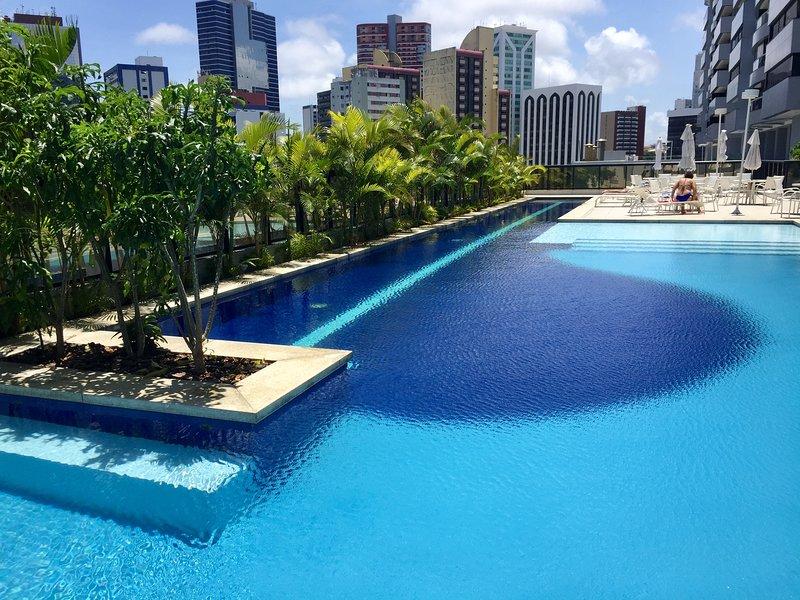 Apt. aconchegante em condomínio luxuoso e bem localizado, alquiler de vacaciones en Salvador