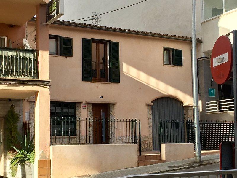 Arenal. Cerca de la playa, con garaje y jardín, location de vacances à El Arenal