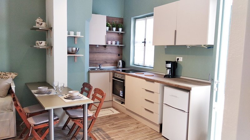 Yalitzi homey apartment, holiday rental in Symi