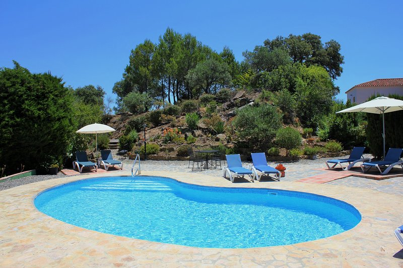 Secluded Villa with Pool and Stunning Views, vacation rental in Casarabonela
