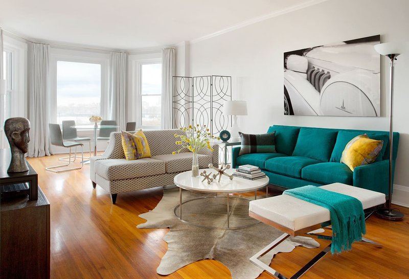 Stunning BOSTON BROWNSTONE condo by interior designer! Superb Boston location., vacation rental in Boston