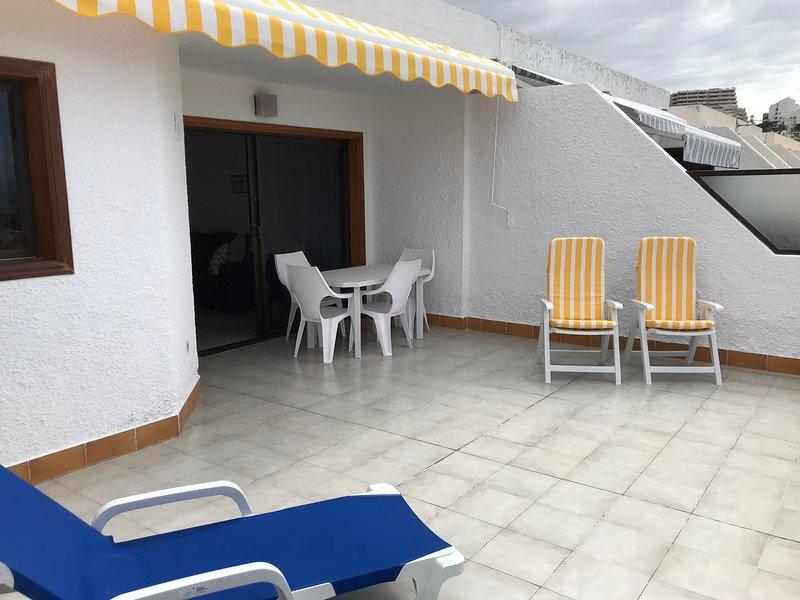 Holiday apartment with shared pool, Los Gigantes, aluguéis de temporada em Los Gigantes