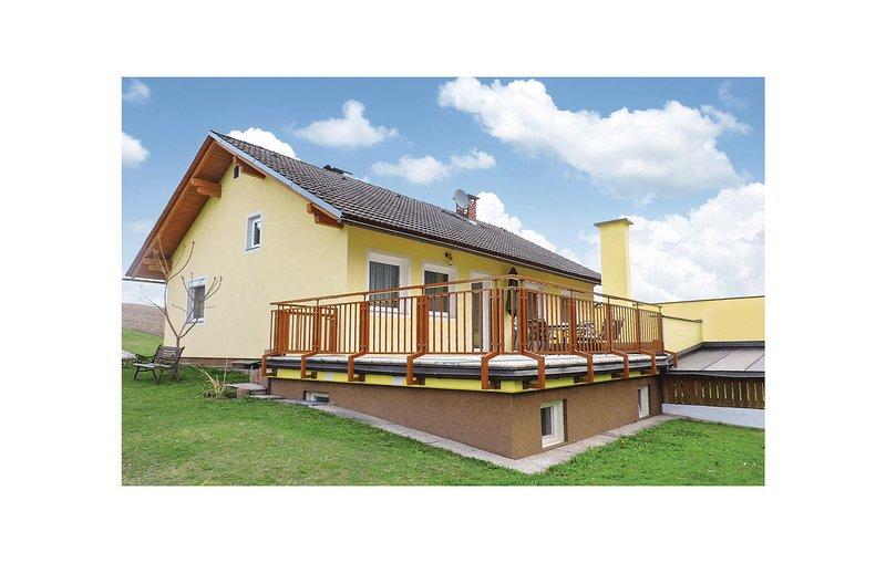 Stunning home in Liebenfels w/ 3 Bedrooms, Ferienwohnung in Ebenthal