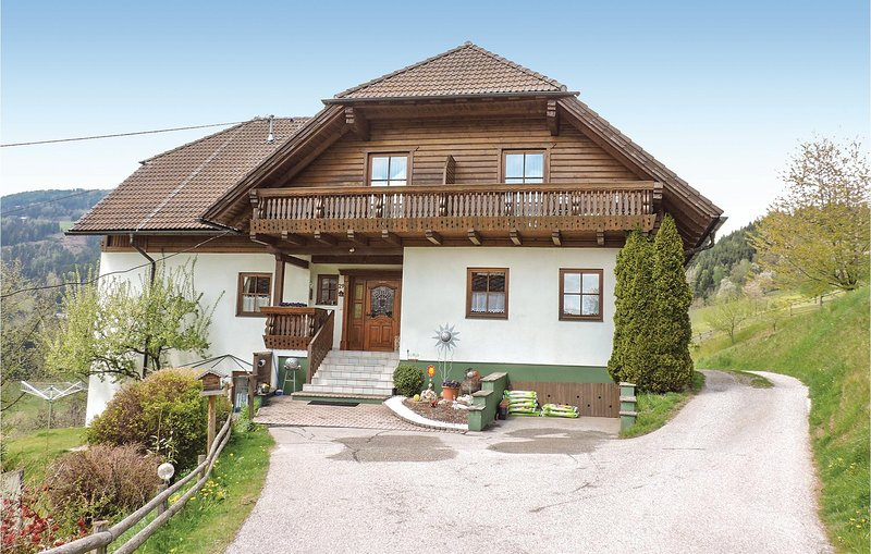 Awesome home in Bad St. Leonhard w/ 5 Bedrooms, aluguéis de temporada em Sankt Stefan