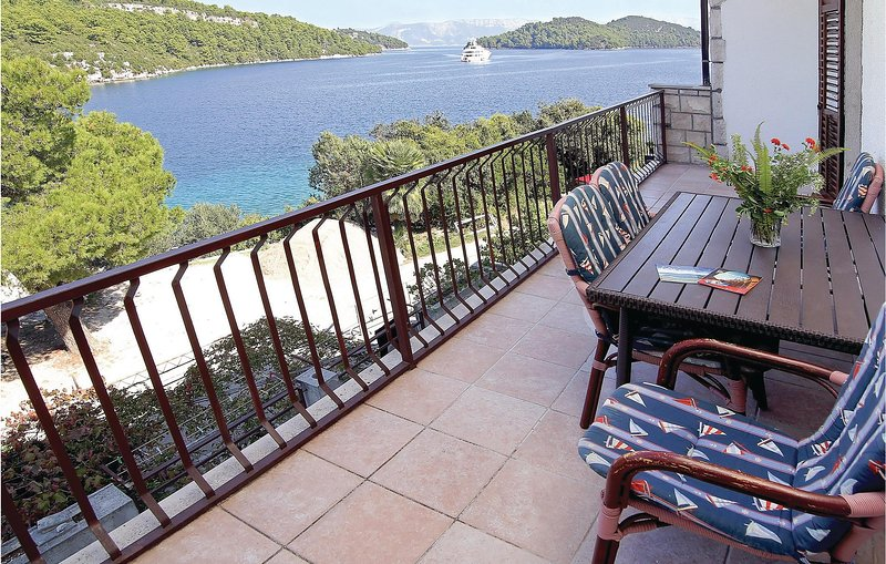 Nice home in Mljet with WiFi and 3 Bedrooms (CDG101), casa vacanza a Govedari