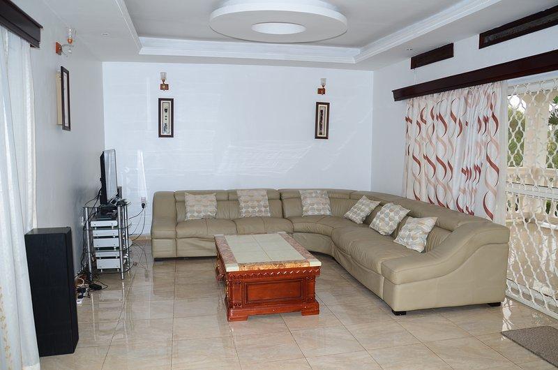Muyenga Vacation Home - Luxury Apartment, 2 Bedrooms, Ensuite, vacation rental in Kampala