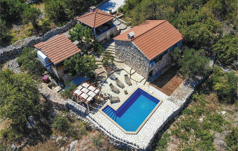 Beautiful home in Drvenik Veliki with WiFi and 2 Bedrooms (CDF857) – semesterbostad i Veliki Drvenik