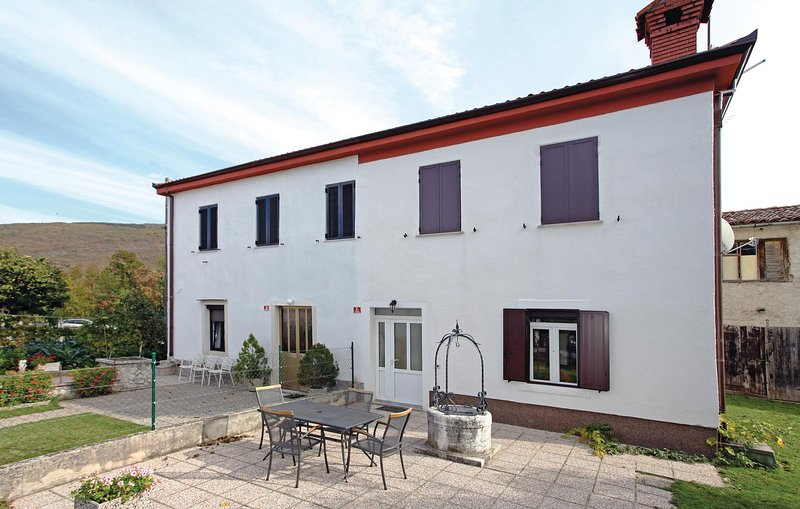 Nice home in Podgorje with WiFi and 4 Bedrooms (SCR021), holiday rental in Crni Kal