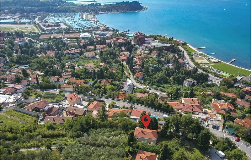 Nice home in Portoroz with WiFi and 4 Bedrooms (SCR025), holiday rental in Portoroz