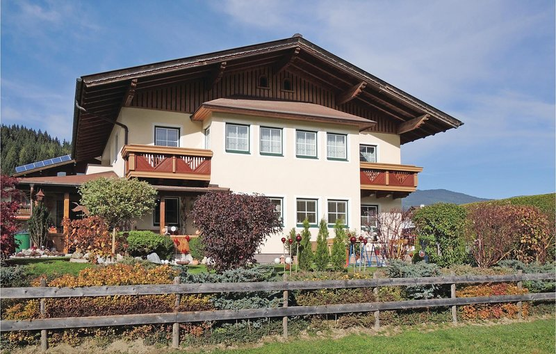 Beautiful home in Flachau w/ WiFi and 2 Bedrooms Chalet in Flachau