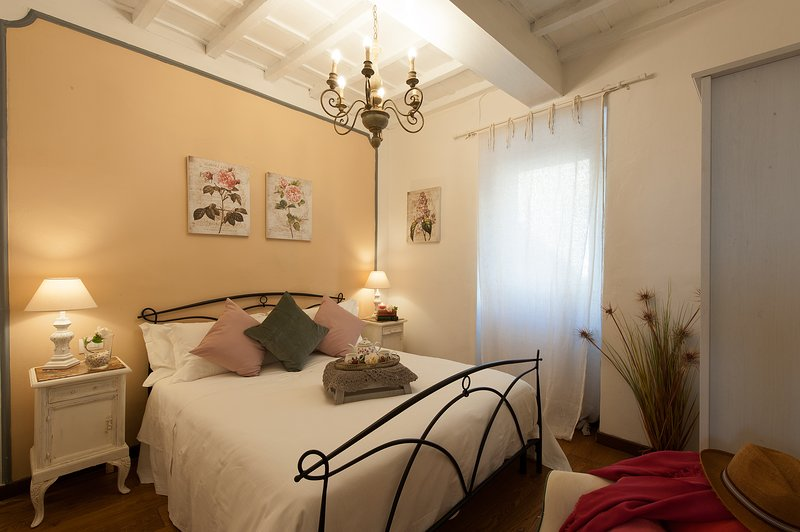 BELVEDERE SWEET FLORENCE  Bedroom with double bed and A/C