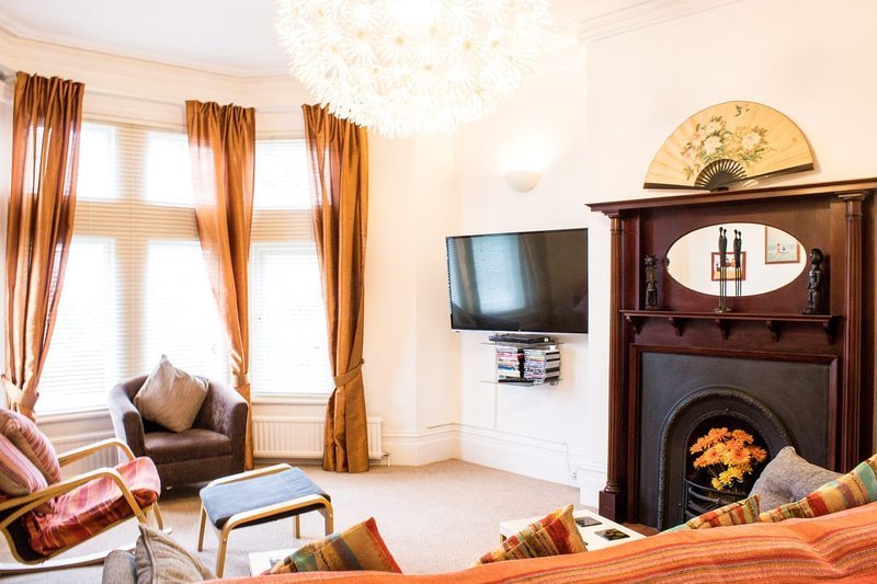 18' Lounge which has a large screen TV, Dvd player and a radio/Cd player.
