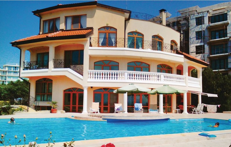 Exclusive villa in Kabakum Beach (golden Sands), holiday rental in Saints Constantine and Helena